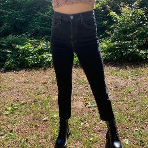 Black BDG cropped jeans!!